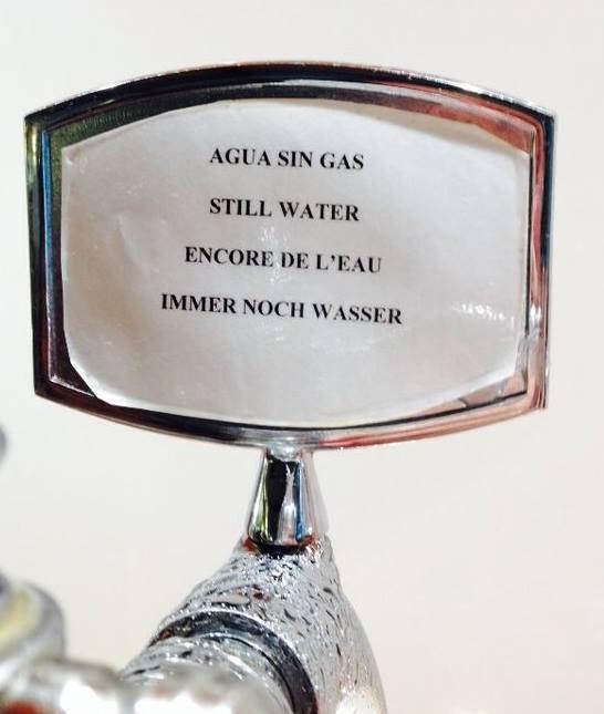 agua sin gas, still water, encore de l'eau, immer noch wasser