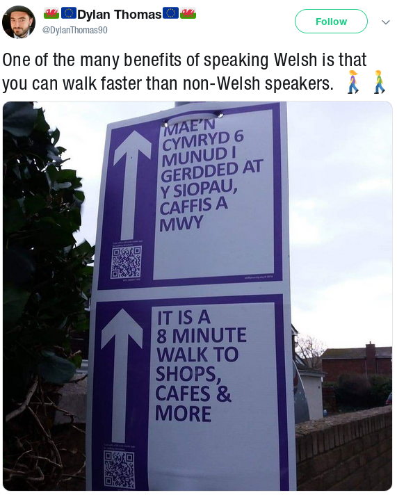 Photo shows 2 minutes' discrepancy between Welsh and English signage